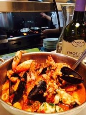 Sotto Mare Oysteria & Seafood: Cioppino for two