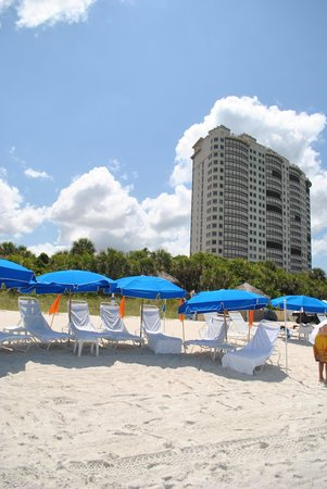 The Ritz-Carlton Golf Resort, Naples: Hitting the beach courtesy of the free trolly from the partner Ritz on the sand