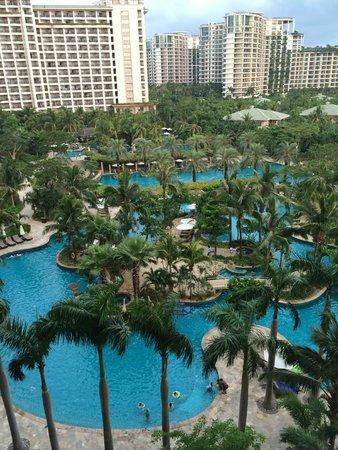 Howard Johnson Resort Sanya Bay: бассейн