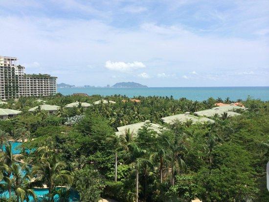 Howard Johnson Resort Sanya Bay: вид из номера на море