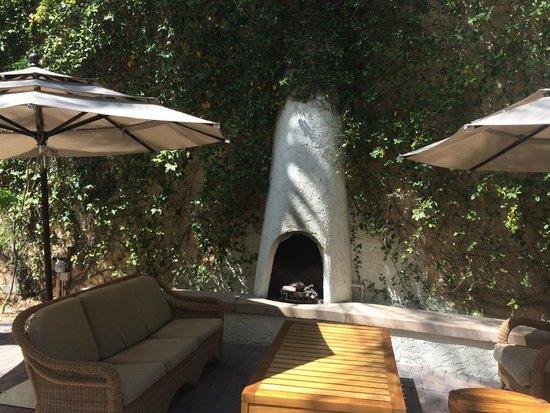 Arizona Grand Resort & Spa: lounge area outside hotel