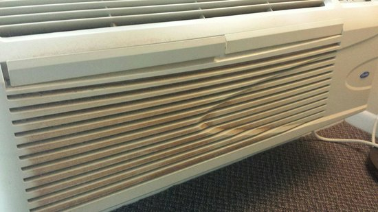 The Sandpiper Beacon Beach Resort: Dirty A/C Unit