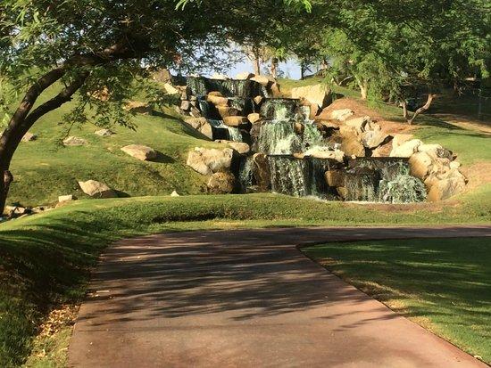 Arizona Grand Resort & Spa: waterfall near golf course