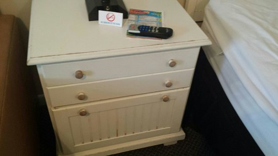 The Sandpiper Beacon Beach Resort : Other bedroom drawers