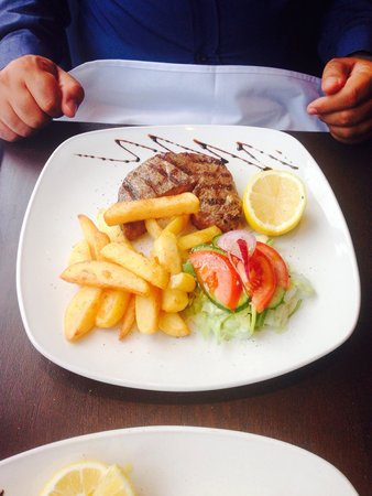Thalassa Seafood Restaurant: Steak with chunky chips and a salad