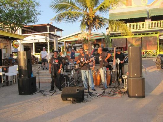 Karel's Beach Bar & Watersports: Great live entertainment- Ricci's band