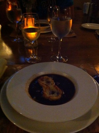 Upstairs Restaurant: soupe a l'oignon,toast fromage