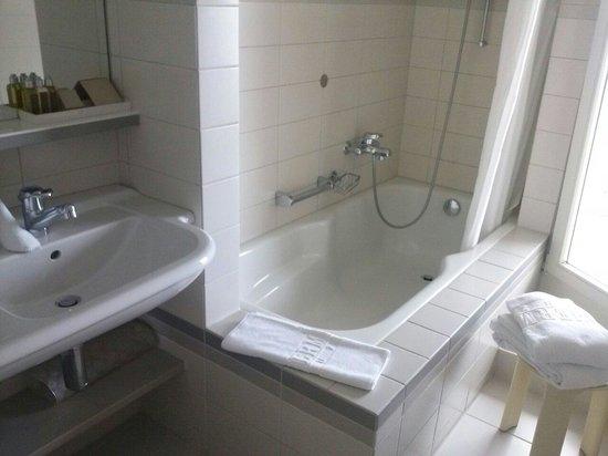 Seehotel Hermitage Luzern: Salle de bain