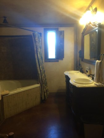 Country Inn & Cottages: Bathroom
