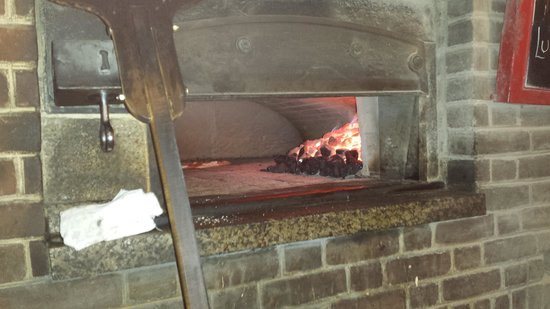 Juliana's Pizza : hot coal oven