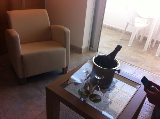 Club Jandia Princess Hotel: Champagne in the room on our arrival