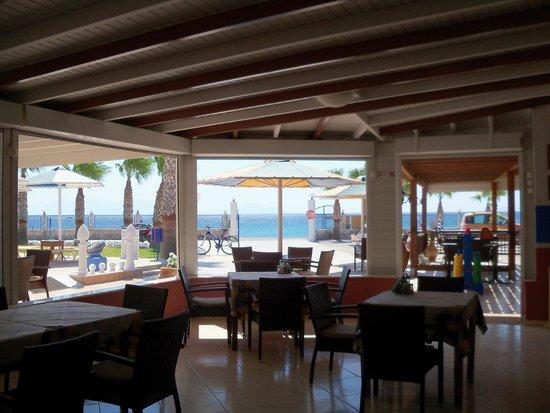 Mammis Beach Studios : ristorante/bar/sala colazioni