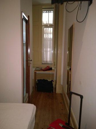 Pensão Residencial Internacional : Vista desde la entrada, la ventana da a un pasillo