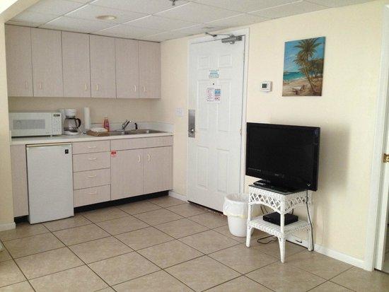 Long Beach Resort: Kitchen