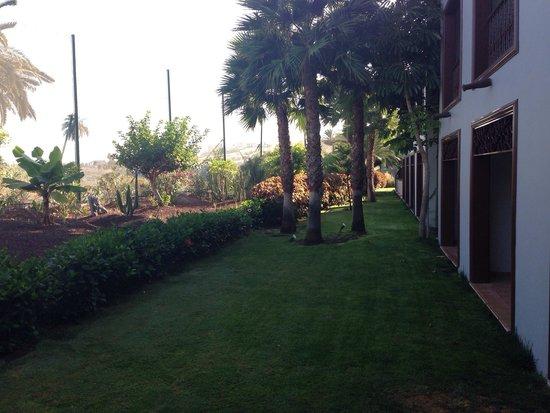 Melia Hacienda del Conde: Jardín en la terraza de la habitación
