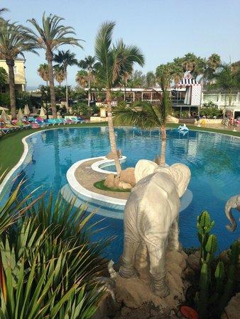 Gran Oasis Resort: biggest pool