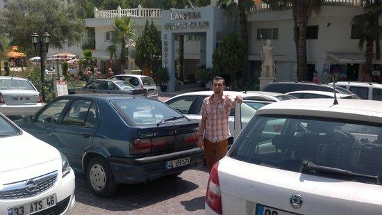 Larissa Beach Club: otel önü