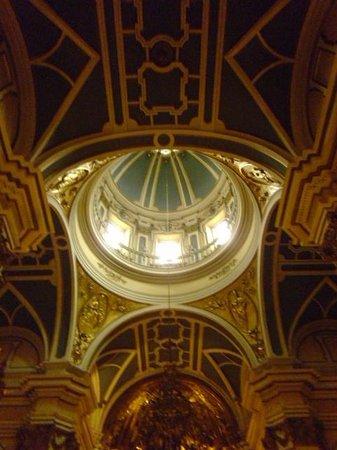Iglesia de San Saturnino: Ceiling of the newer area/side