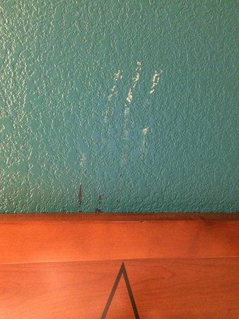 Residence Inn Los Angeles Westlake Village: Lovely white hand print above the bed