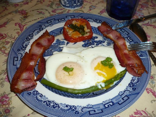 Abacot Hall Bed & Breakfast: Bacon and egg breakfast