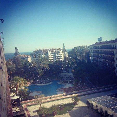 H10 Andalucia Plaza: Vista desde habitación a piscina