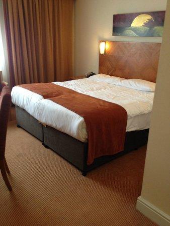 Aspect Hotel Kilkenny: big comfy bed