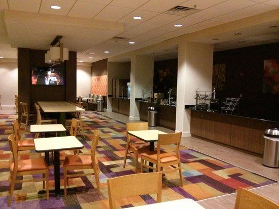 Fairfield Inn & Suites Orlando International Drive/Convention Center : Breakfast area