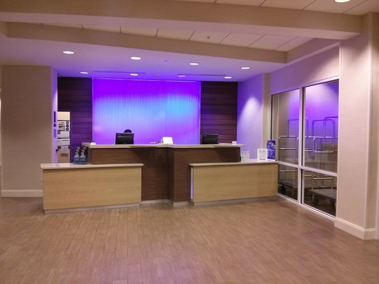 Fairfield Inn & Suites Orlando International Drive/Convention Center : Front Desk