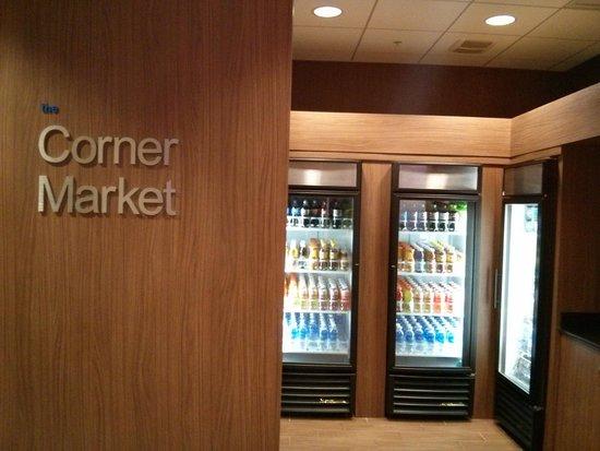 Fairfield Inn & Suites Orlando International Drive/Convention Center: Corner Market