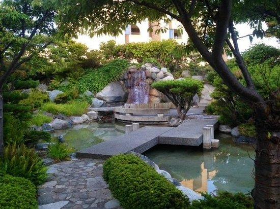 Inn at Laurel Point: View of Garden