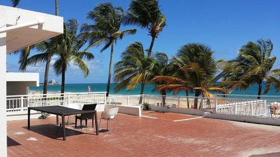 The Beach House Hotel: Terraza