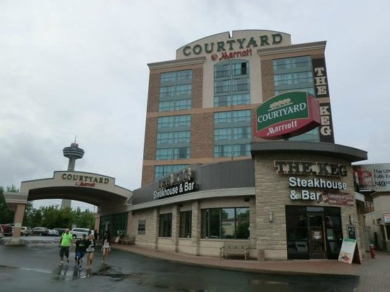 Courtyard by Marriott Niagara Falls : Hotel view from the street
