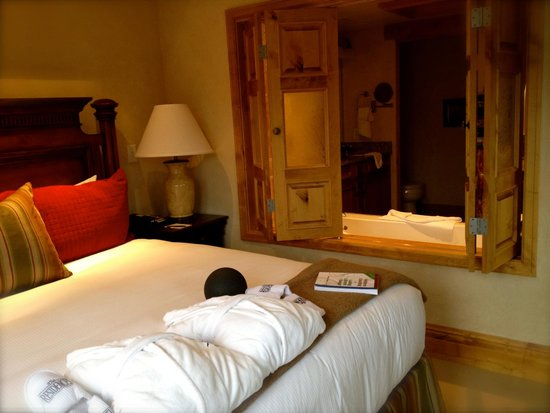 The Chateaux Deer Valley: This was a wonderful room, one of three in the suite.  Very relaxing and had a beautiful en suit