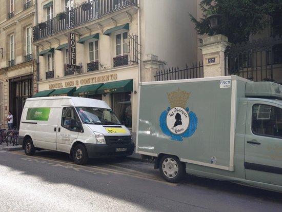 Hôtel des Deux Continents : Le camion réfrigéré branché 24/24 le bruit assourdissant , les employer récupère des plateau rep