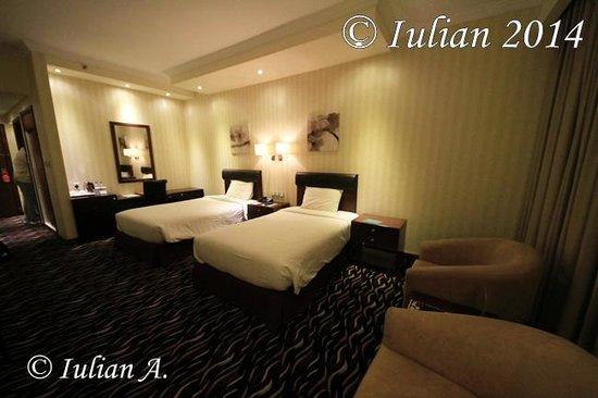 Cassells Al Barsha Hotel Dubai: double bed separate in room