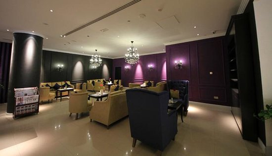 Cassells Al Barsha Hotel Dubai : the hotel loby
