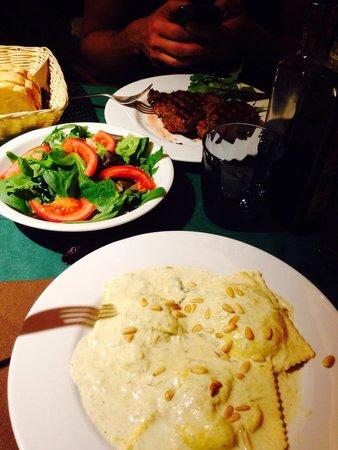 Osteria Da Cice : Spinach and riccota ravioli and contrafiletto.