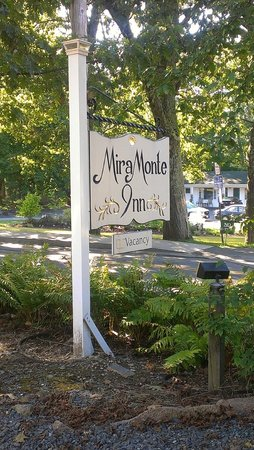 Mira Monte Inn : Sign Post