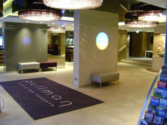 Pullman Hotel Munich: Pullman Munich lobby