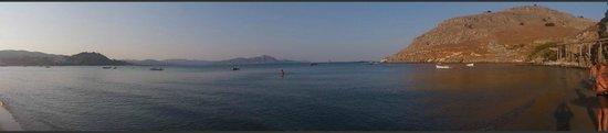 Lindos Blu: Hotel beach area