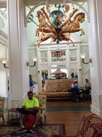 Disney's BoardWalk Inn: Sitting area near the entrance hotel