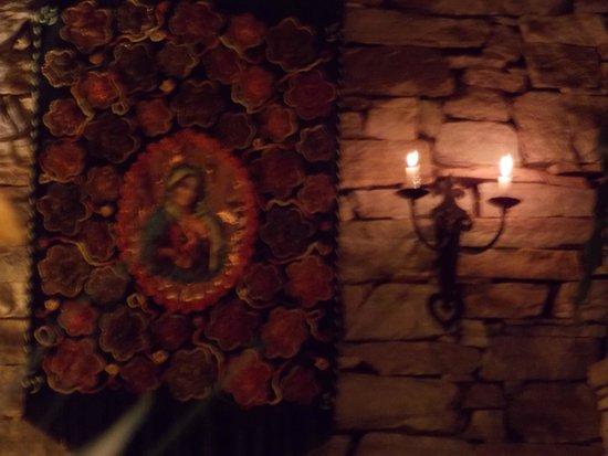 Hotel Pousada do Arcanjo: A iluminação interna também, é composta de Velas sim - e não por falta de Luz.