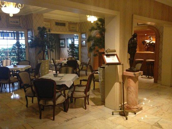 Hotel Lisboa Plaza: Zona desayuno/cafetería