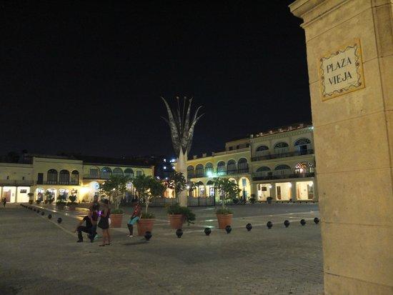 Hostal Plaza Vieja: plaza vieja