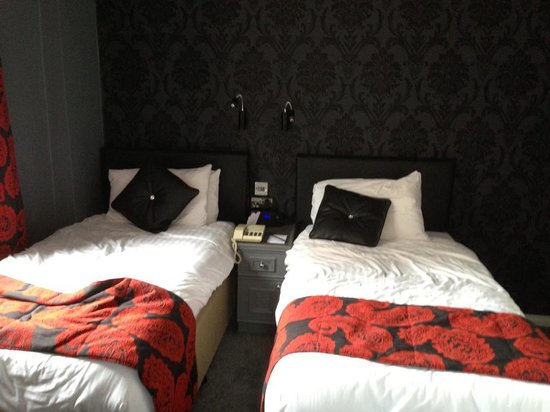 St James Hotel: Twin Room