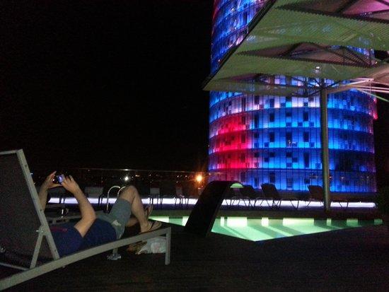 The Gates Diagonal Barcelona : Rooftop pool at night