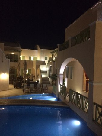 Anassa Deluxe Suites : Night view