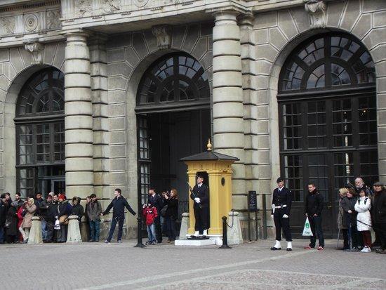 Royal Palace: Changing of the guard