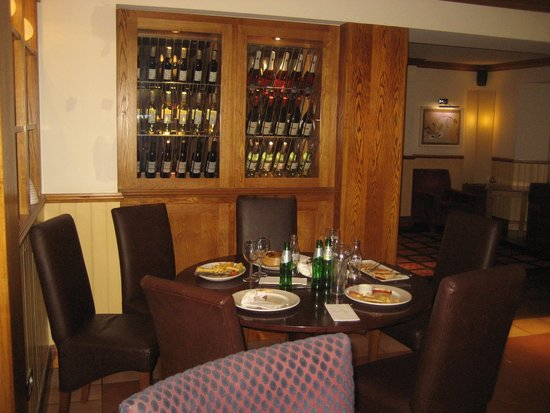 Premier Inn Lisburn Hotel: Uncleared tables