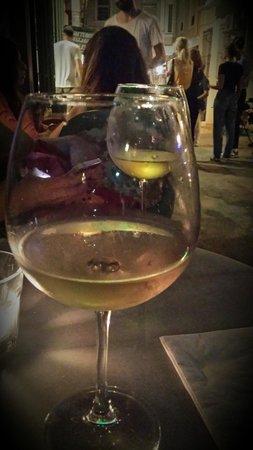 Scoop Galata : Enjoying some lovely local wine